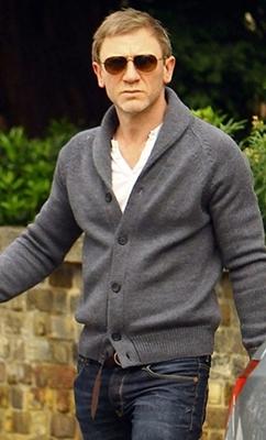 daniel-craig-cardigan-sweater